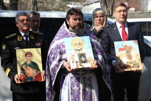 Вручение  Ковчега и иконы со  святыми мощами  Тихоокеанскому  флоту во Владивостоке. 2015 г.