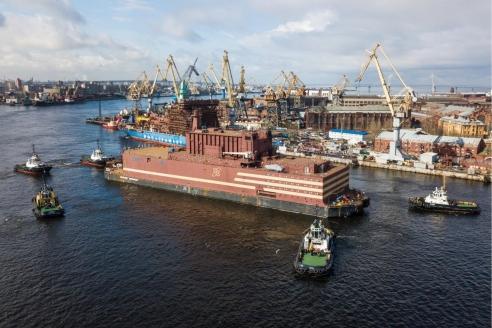 Буксировка плавучей АЭС «Академик  Ломоносов» в Певек