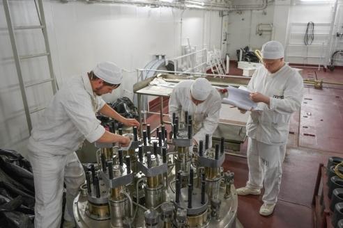 Загрузка ядерного топлива на ПАТЭС «Академик Ломоносов»