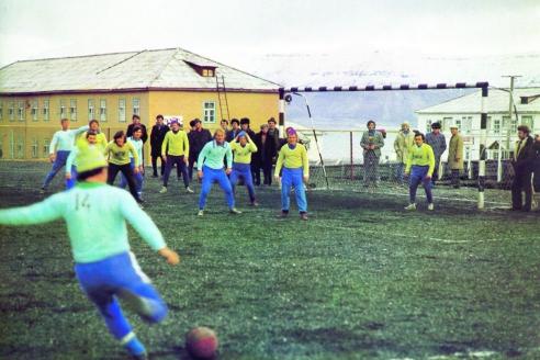 Свободное время жители Баренцбурга любили проводить на футбольном поле