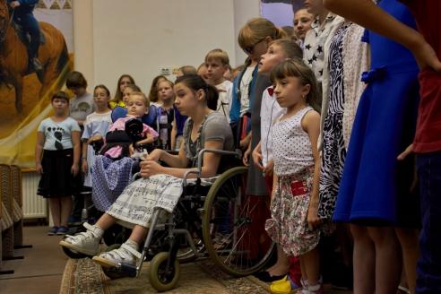 Дети с особенностями здоровья поют в хоре наравне со всеми