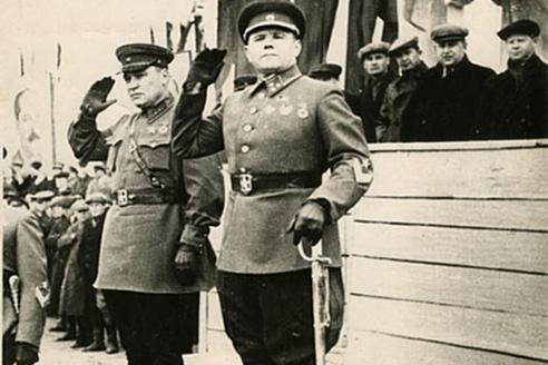 Командующий 1-й Краснознаменной армией на Дальнем Востоке генерал-лейтенант А.И. Еременко и член Военного совета армии дивизионный комиссар А.А. Романенко