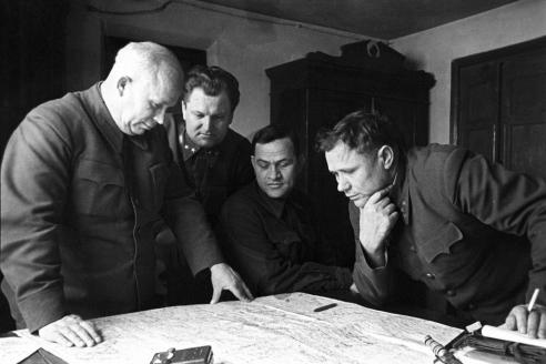 Заседание Военного совета Сталинградского фронта: Н.С. Хрущев,  А.И. Кириченко,  А.С. Чуянов,  А.И. Ерёменко. 1942 г.