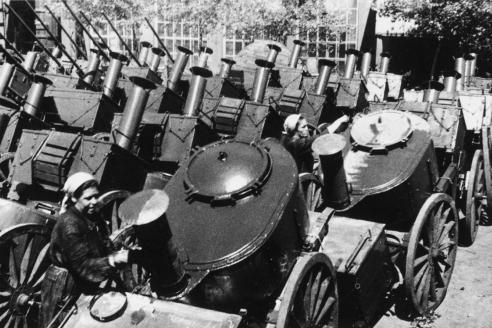 Полевые кухни для фронта. 1943 г.