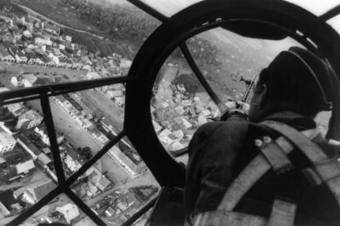 Вид на польский город с места воздушного стрелка немецкого бомбардировщика Heinkel He-11