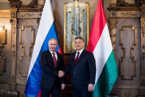 Президент России В.Путин и премьер-министр Венгерской Республики В.Орбан во время встречи в Будапеште. 17 февраля 2015 г.