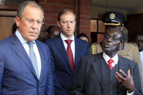 """Глава МИД С.Лавров и президент Зимбабве Р. Мугабе после подписания межправительственного соглашения об использовании месторождения """"Дарвендейл"""""""