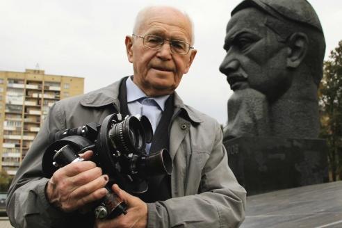 Возле памятника Игорю Курчатову