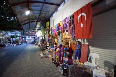 Опустевшие рынки Турции
