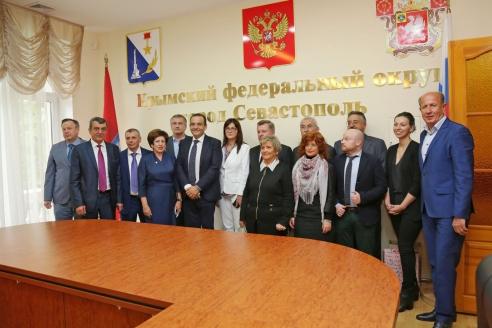Итальянская  делегация от партии «Лига  Севера» в Крыму