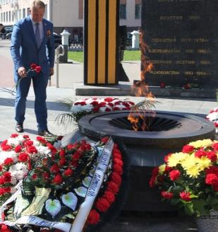 У памятника погибшим в локальных войнах