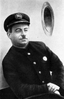 """Начальник полярной радиостанции на мысе Челюскин И.Д. Папанин на борту ледокольного парохода """"А.Сибиряков"""". 1934 г."""