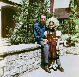 Барон Фальц-Фейн с дочерью Людмилой (род. 1951), которую после развода с женой он будет воспитывать с пяти до шестнадцати лет.