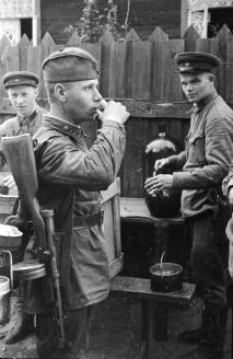 Фронтовые 100 граммов для старшего сержанта РККА. 1942 г.