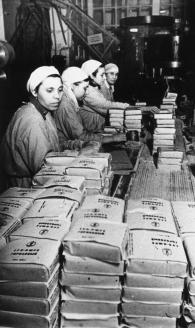 Завод им. А. Микояна. Упаковки с концентратом «Суп гороховый». 1943 г.