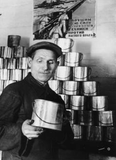 Солдатские котелки. 1942 г.