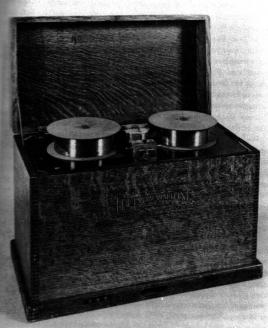 """""""Телеграфон"""" с записью на стальную проволоку с электронным усилителем звука, 1924 г."""