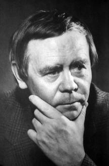 Валентин Григорьевич Распутин - русский прозаик, представитель так называемой деревенской прозы, Герой Социалистического Труда. Лауреат Государственной премии