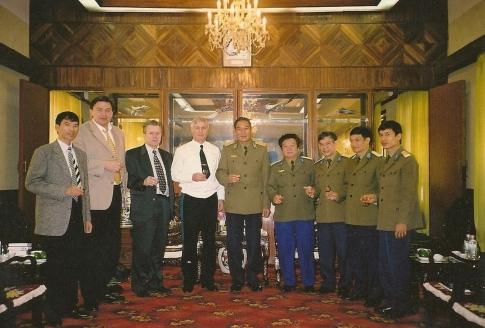 С генералом Нгуен Дык Шоатом, Вьетнам