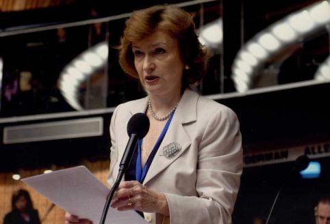 Наталия Алексеевна Нарочницкая - Доктор исторических наук, руководитель Европейского Института демократии и сотрудничества