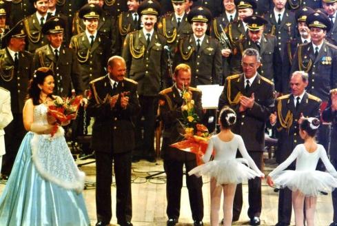 Выступление с Дважды Краснознамённым Академическим ансамблем песни и пляски Российской Армии имени А.В. Александрова